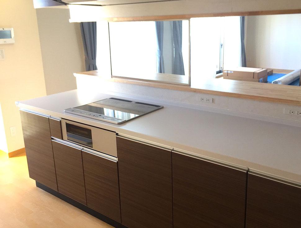 キッチンのカウンタースペースがとても広くとられています