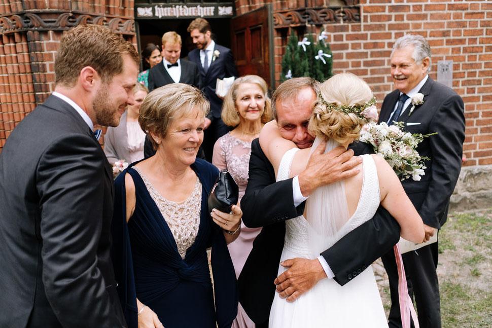 Altmark Hochzeit, Thomas Sasse, Brautpaar, Kirche, Gottesdienst, Trauung, Hochzeitsfotograf Magdeburg, Stendal, Roexe, Tangermuende, Brautstrauß oh sweet bloom