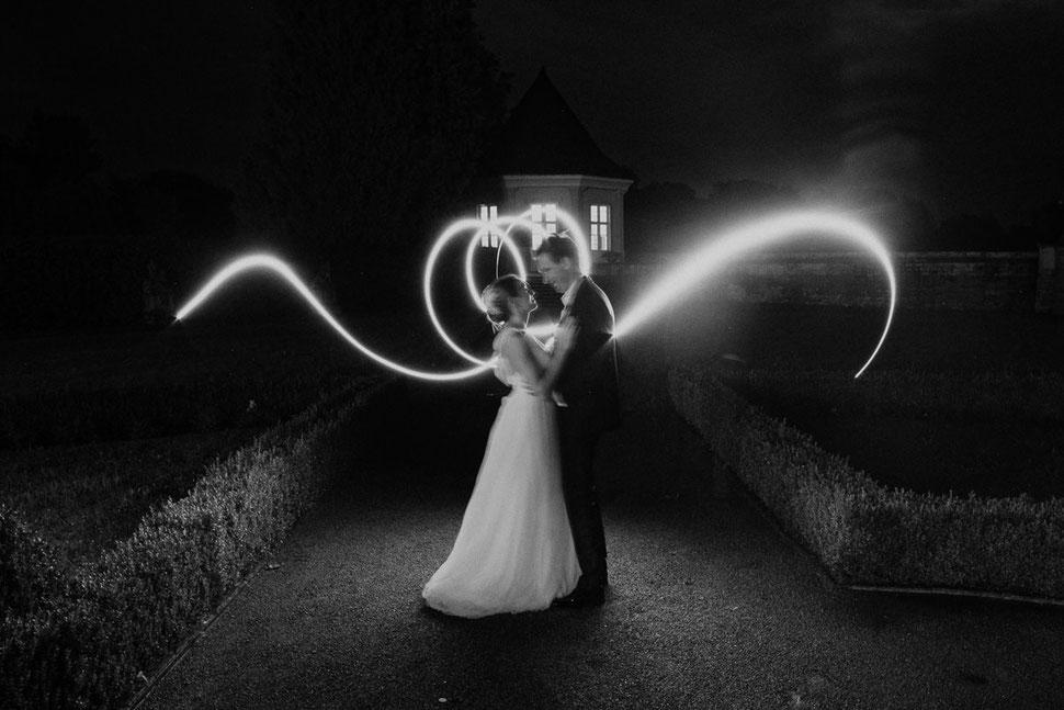 Thomas Sasse Fotografie Schloss Muenchhausen, Schwoebber, Nacht, Brautpaar, Leuchten, Licht, Langzeitbelichtung, Hochzeitsfotograf Magdeburg