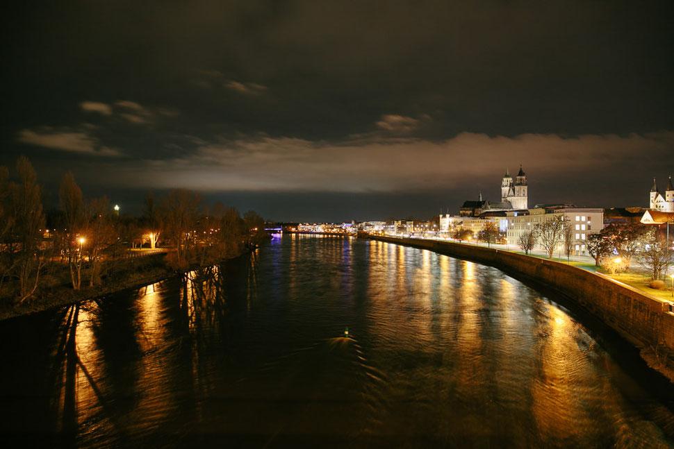 Magdeburg bei Nacht und Nebel, Thomas Sasse, Fotograf, Magdeburger Dom Elbbrücke Elbe