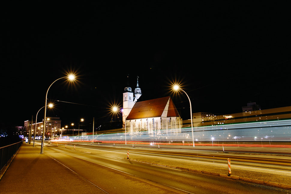 Magdeburg bei Nacht und Nebel, Thomas Sasse, Fotograf, Johanniskirche Brücke Elbe