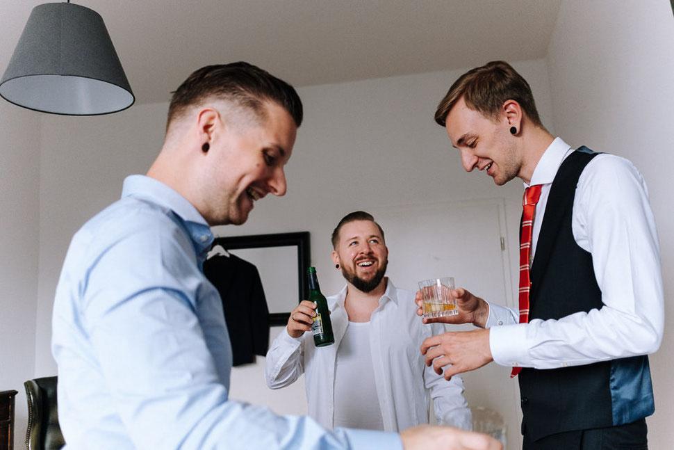 Hannover Hochzeit, Hochzeitsfotograf Thomas Sasse, Natürliche Reportagen Magdeburg, Hof Wietfeldt, Getting Ready Brautpaar Vorbereitungen