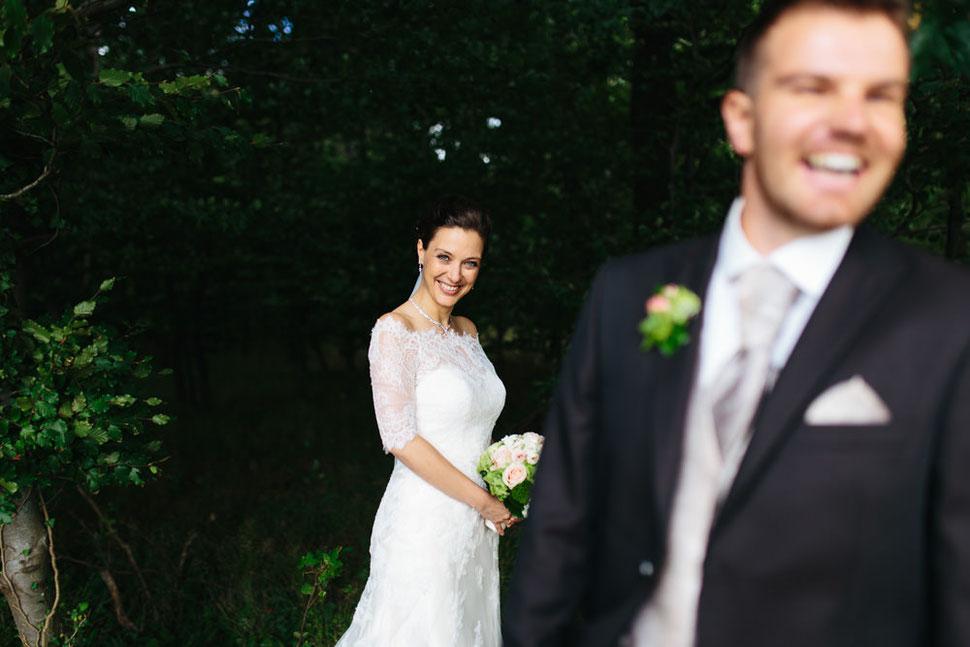 Hochzeit in Peine bei Hannover, Paarshooting am Waldrand, Hochzeitsfotograf aus Magdeburg Thomas Sasse