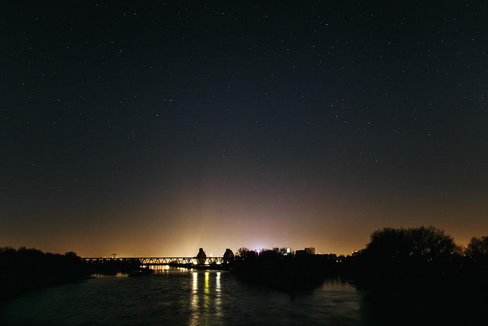 Magdeburg bei Nacht und Nebel, Thomas Sasse, Fotograf, Herrenkrug Sterne Himmel Night