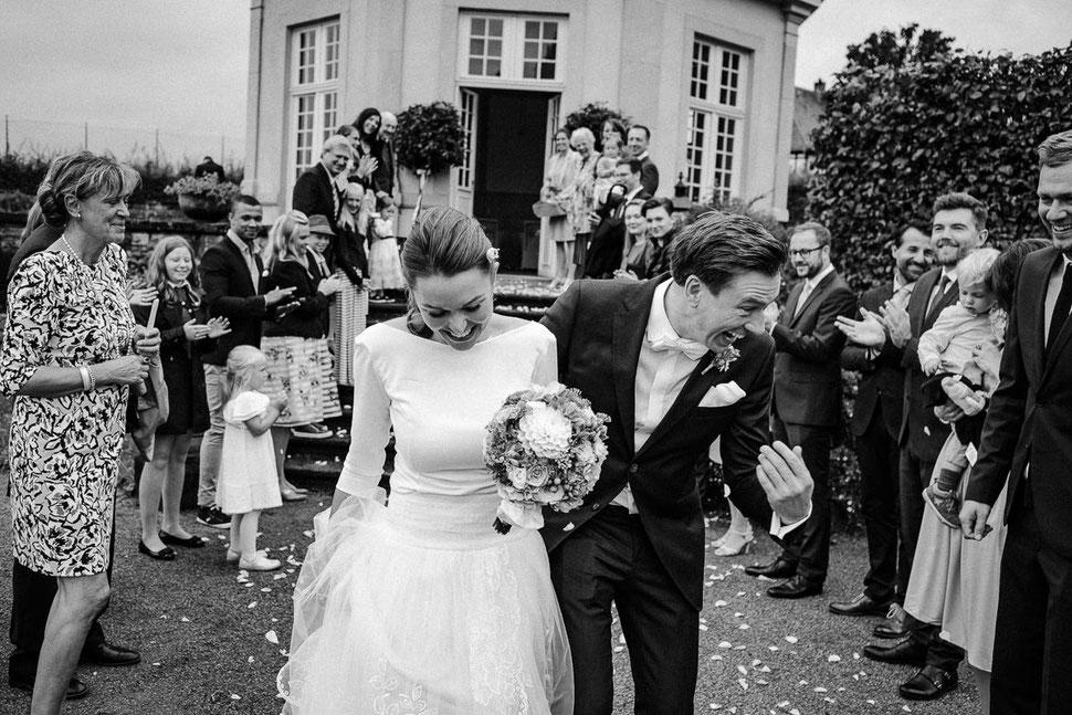 Thomas Sasse Fotografie, Aerzen, Muenchhausen Freude, Brautpaar, Auszug, Hochzeitsfotograf Magdeburg