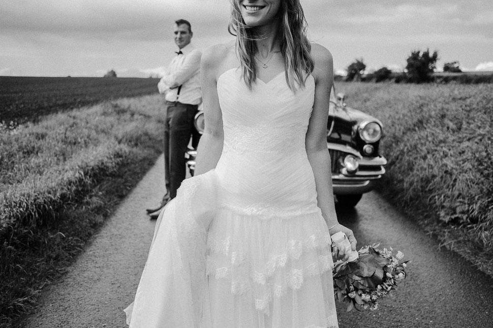 Thomas Sasse Fotografie smile, lachen, Braut, Hochzeit, Brautpaar, Street, Hochzeitsfotograf Magdeburg