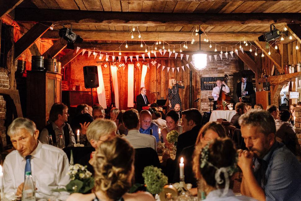Hannover Hochzeit, Hochzeitsfotograf Thomas Sasse, Natürliche Reportagen Magdeburg, Hof Wietfeldt, Sommer Hochzeit Brautpaar