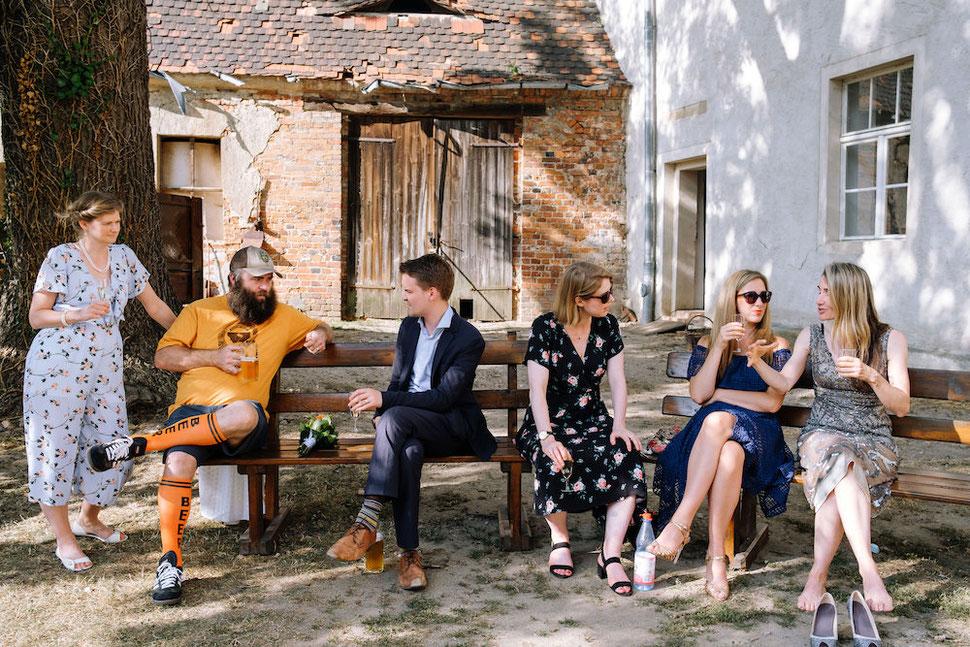 Hochzeit, Magdeburg, Thomas, Sasse, Hochzeitsfotograf, Trauung, Standesamt, Reportage, Amerika, Bank, Gespräche