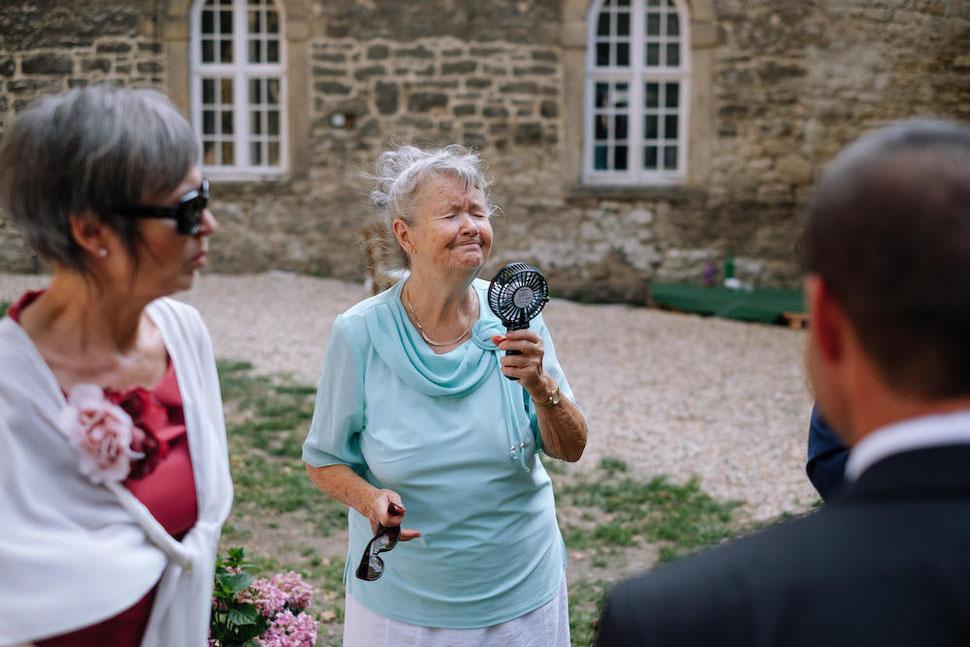 Hochzeit, Magdeburg, Thomas, Sasse, Hochzeitsfotograf, Trauung, Standesamt, Reportage, Oma, Ventilator