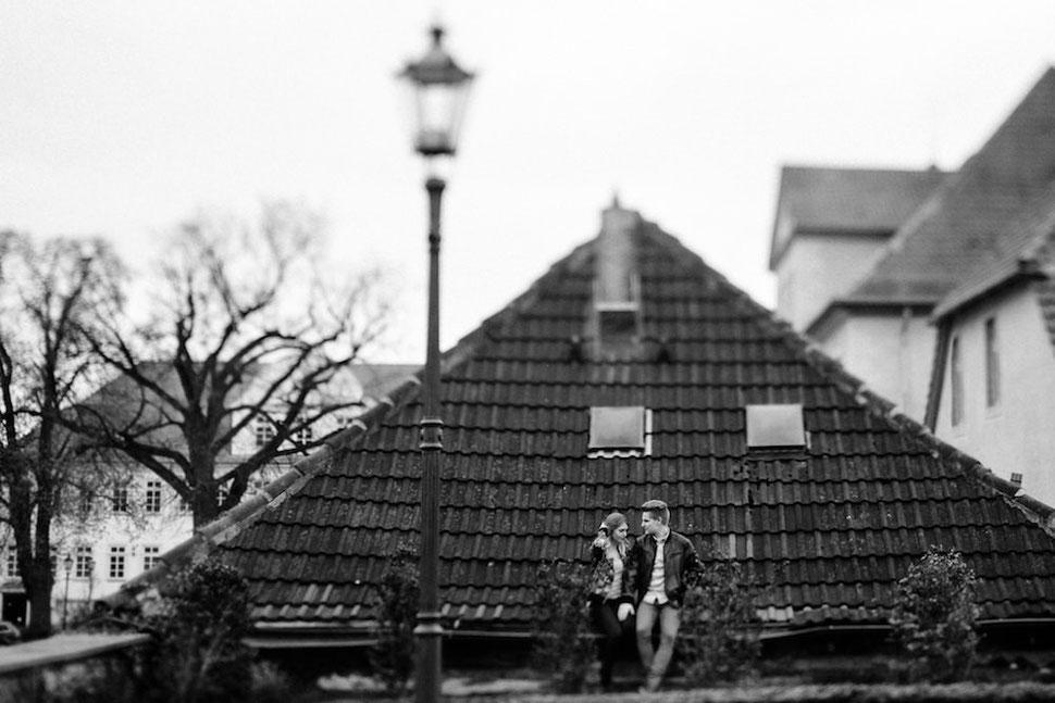 Paarshooting mit Sina und Malte in Schöningen auf dem Dach, Hochzeitsfotograf Thomas Sasse aus Magdeburg