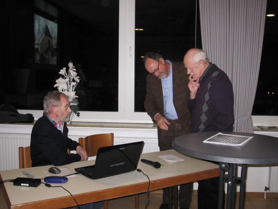 Letzte Abstimmung für die Vorträge   (v.L. Benno Sager, Alois Brei, Swier Knief)