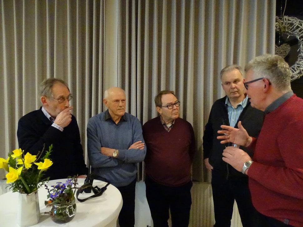 Begrüßung des Bürgermeisters von Lage Hindrik Bosch durch einen Teil des Orgateams DBM (v.l. Benno Sager, Swier Knief, Dirk Lammersma, 1.Vors. DBM Jan Hermann Schlagelambers, Hindrik Bosch)