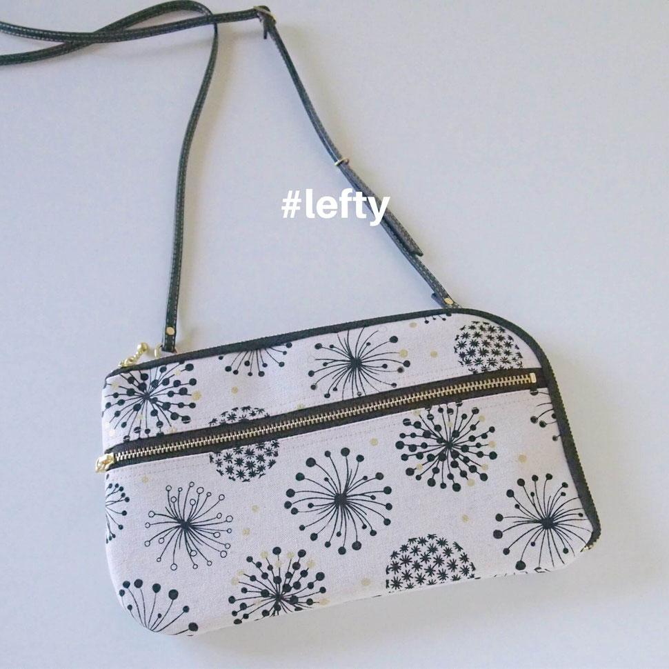 画像:左利きさん用にファスナーの向きを逆にしたお財布ショルダーバッグ