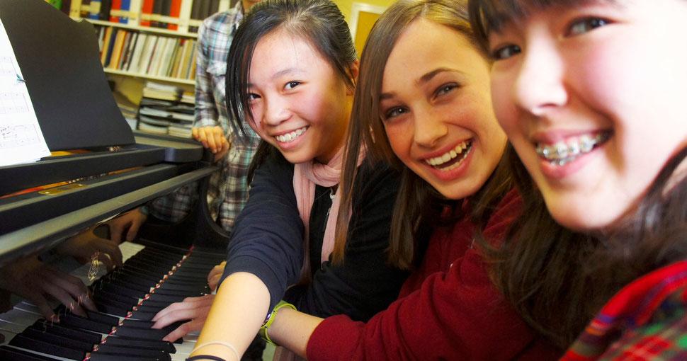 Trio of laughter at KIPC2012