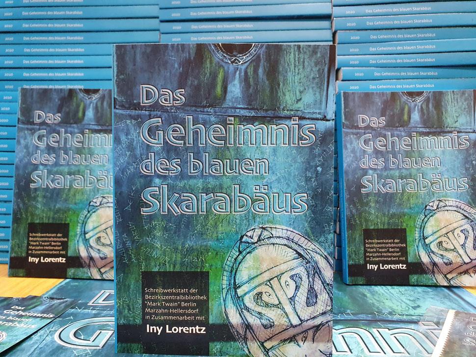 Buchtitelgestaltung,Covergestaltung,blau,skarabäus,geheimnis,iny,lorentz,storytausch,gemeinschaftsprojekt,jugendliche,autoren