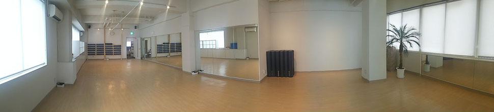 ヨギフィール赤塚は初心者・シニアも安心、男性も歓迎のスタジオです。板橋区と練馬区の区境にあるヨガ・ピラティス専門スタジオ。