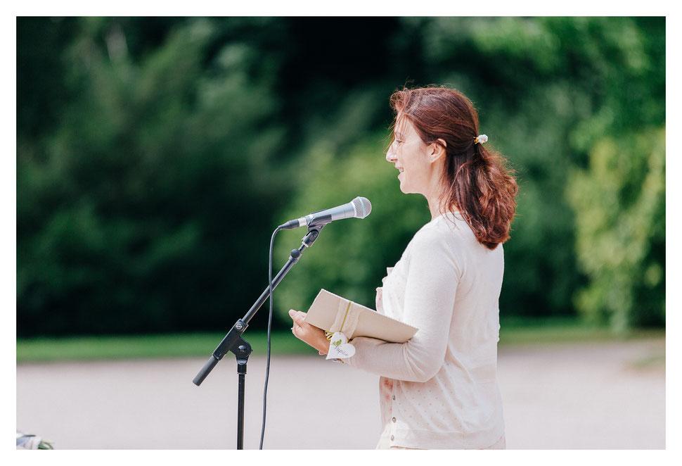 Barbara Christina Merz – freie Theologin, Hochzeitsrednerin, Traurednerin, Rednerin bei einer freien Trauung – Foto von Mic Panic