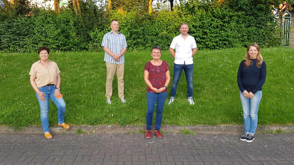 Der am 23.07.2021 gewählte Vorstand des TSV mit der ausgeschiedenen bisherigen 2. Vorsitzenden Claudia Zoll (Mitte): (v. li.) Sabine Buß (Schriftführerin), Klaus Graf (1. Vorsitzender), Björn Ortloff (2. Vorsitzender), Elvira Breier (Schatzmeisterin)