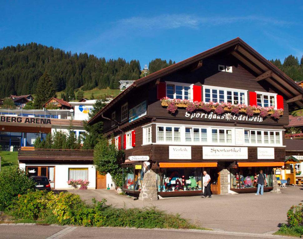 Ferienwohnungen in Hirschegg – Sporthaus Edelweiss & Skiverleih Kleinwalsertal – zentrale Ferienwohnung im Kleinwalsertal
