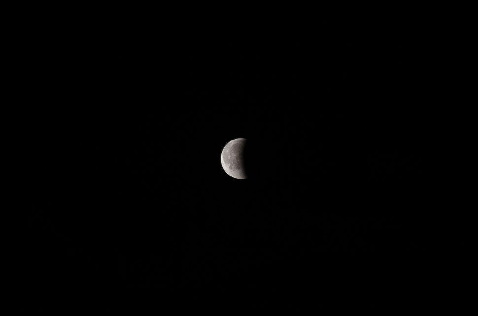 Vollmond, aus dem Erdschatten der Mondfinsternis tretend - 27.07.2018, 23.36 Uhr, Pfinzgauranch