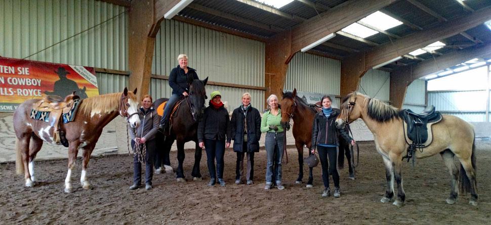 Joe und Laura, Willi und ich. Tina, Heike, Louise mit Valentino, Julia und Filou (nicht mit auf dem Bild: Katja)