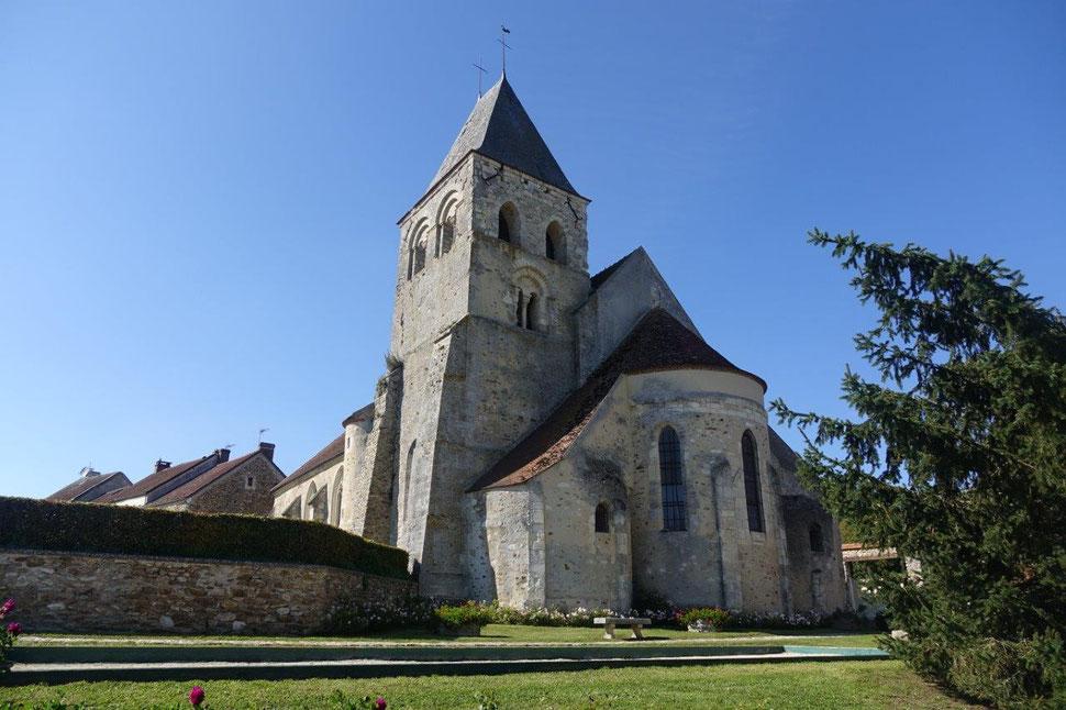 Du XIème siècle et classée au titre des Monuments Historiques par arrêté du 5 octobre 1920, l'église Saint-Martin fait partie des plus anciennes églises romanes de Picardie.