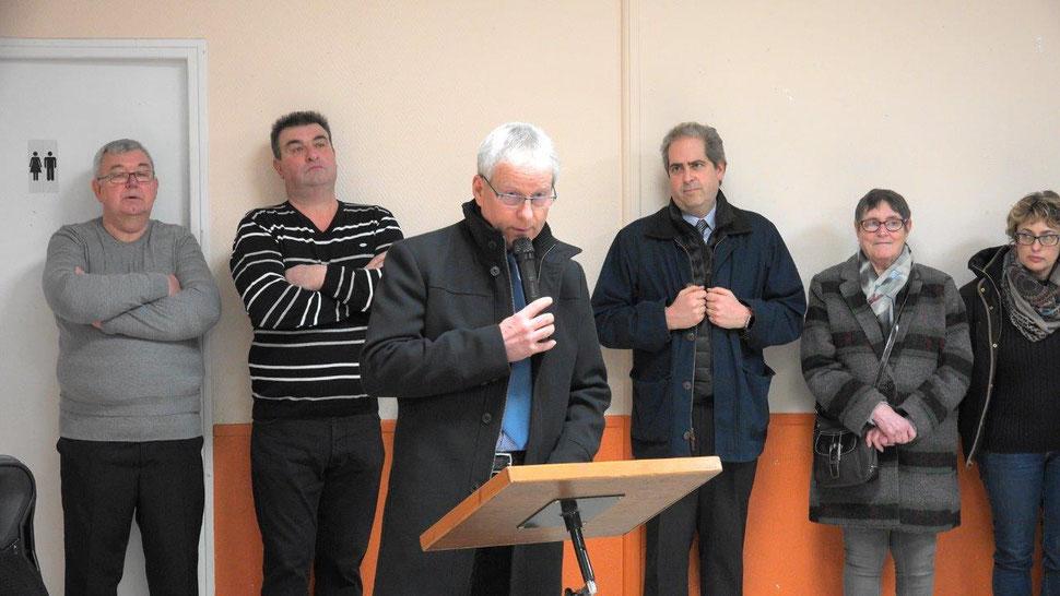 Comme à l'habitude, Eric Assier présente les vœux entouré du Conseil municipal.