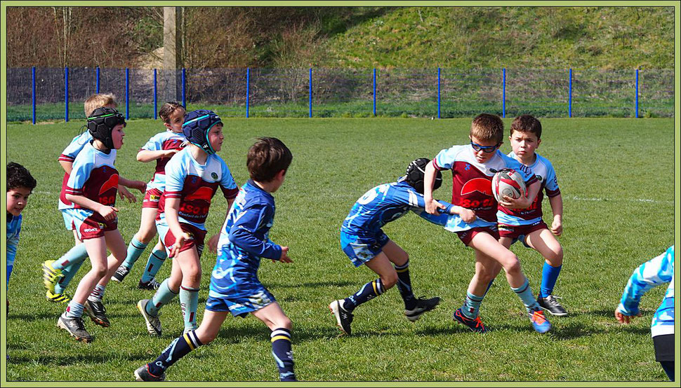 07 avril 2018. Rencontre M8 entre le CROC, en rouge, et le RC Saint-André-les-Vergers (Aube), en bleu.