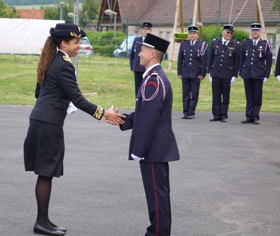 Natalie William était venue saluer, le 7 juin 2019, le nouveau commandant du Centre de secours et d'incendie de Trélou-sur-Marne.