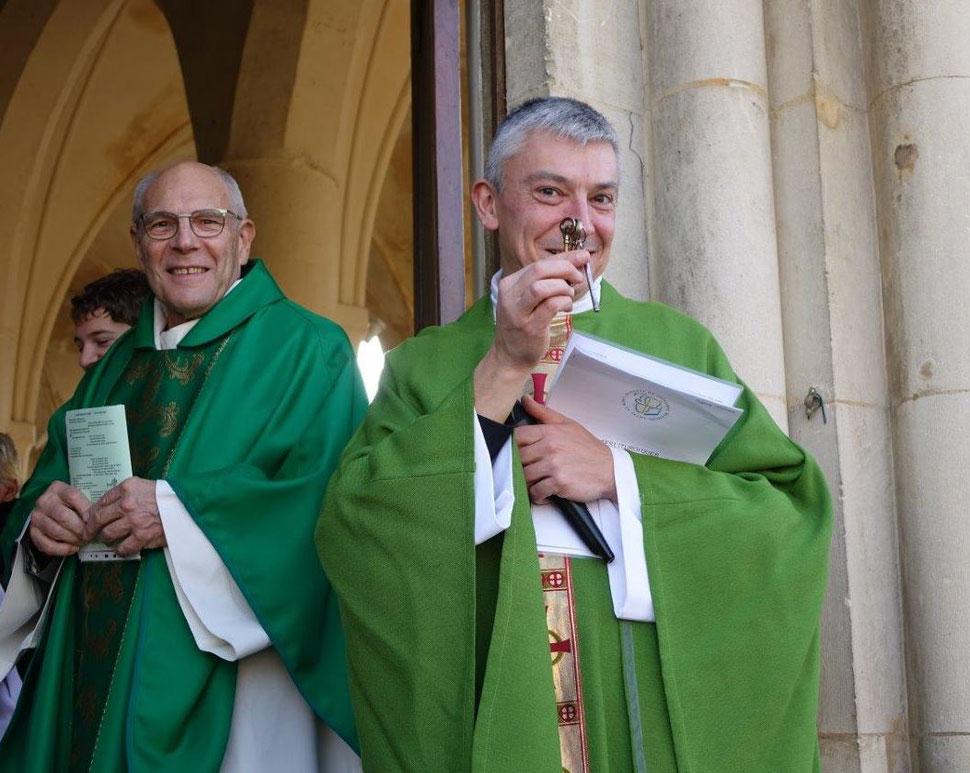 Le Père Thierry Gard est le curé de la paroisse Notre-Dame des Trois Vallées depuis le 13 octobre 2019. Le vicaire général Bernard Proffit (au second plan) a procédé à son installation en l'église Notre-Dame de Crézancy.