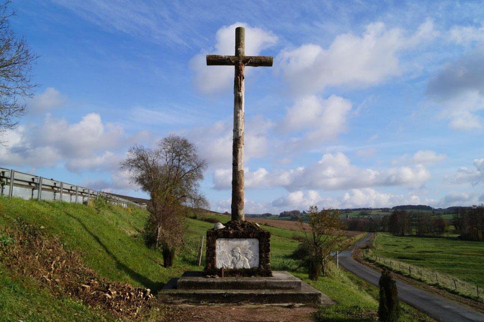 La Chapelle-Monthodon (02330 Vallées-en-Champagne).  Le monument de la ferme de la Verdure commémore l'échec de la dernière offensive allemande du 15 juillet 1918.