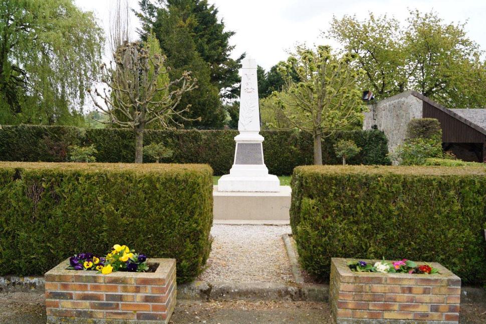 La Chapelle-Monthon : le monument aux morts.