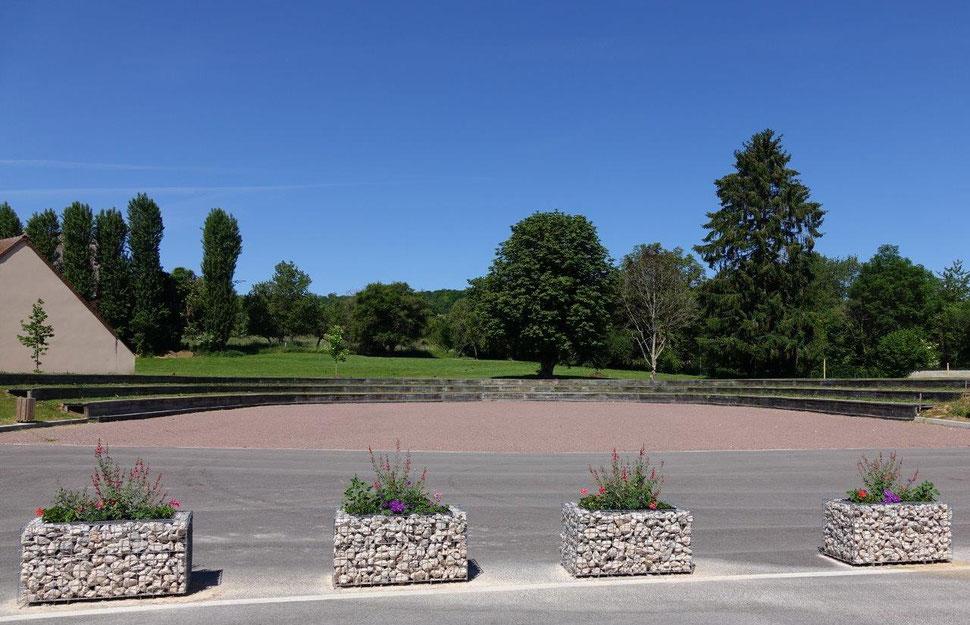 Située dans le parc arboré de la mairie condéenne, la Place des festivités a été inaugurée le 25 mai 2018.