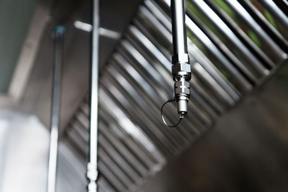 Löschanlage in der gewerblichen Dunsthaube Ablufthaube - Küchenbrandschutz für Restaurant und Gastronomie - ansul alternative