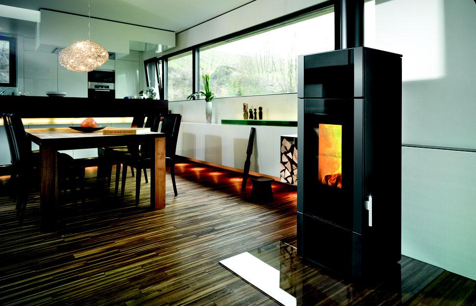 wasserführender Ofen Giro Water+ mit Glasfront und Abbrandautomatik