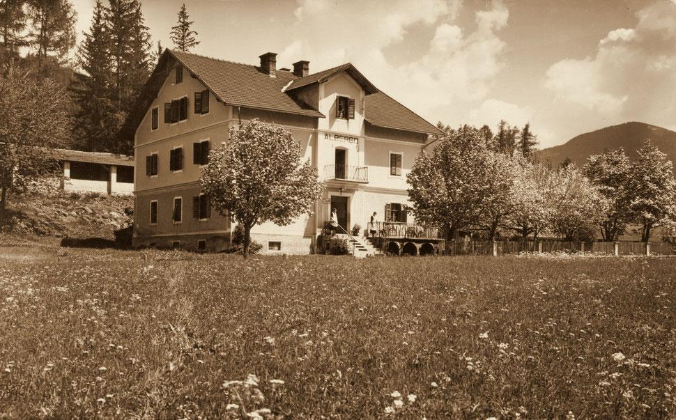 ALBERGO WALDRUHE con bocciadromo attorno il 1920 con scritta italiana - a destra, dietro gli alberi in fiore, si trova il Bunker n. 8