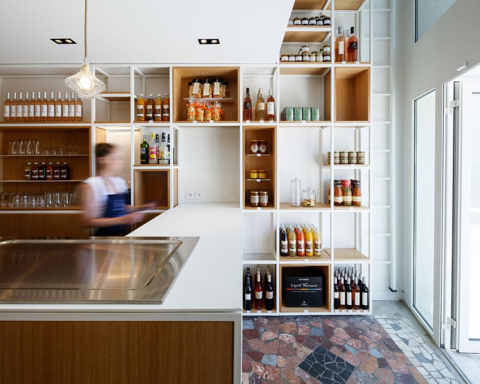 bertrand guillon architecture - architecte - marseille - SARTINE - épicerie - bibliothèque - vieux port - acier - chêne - comptoir - margaux keller