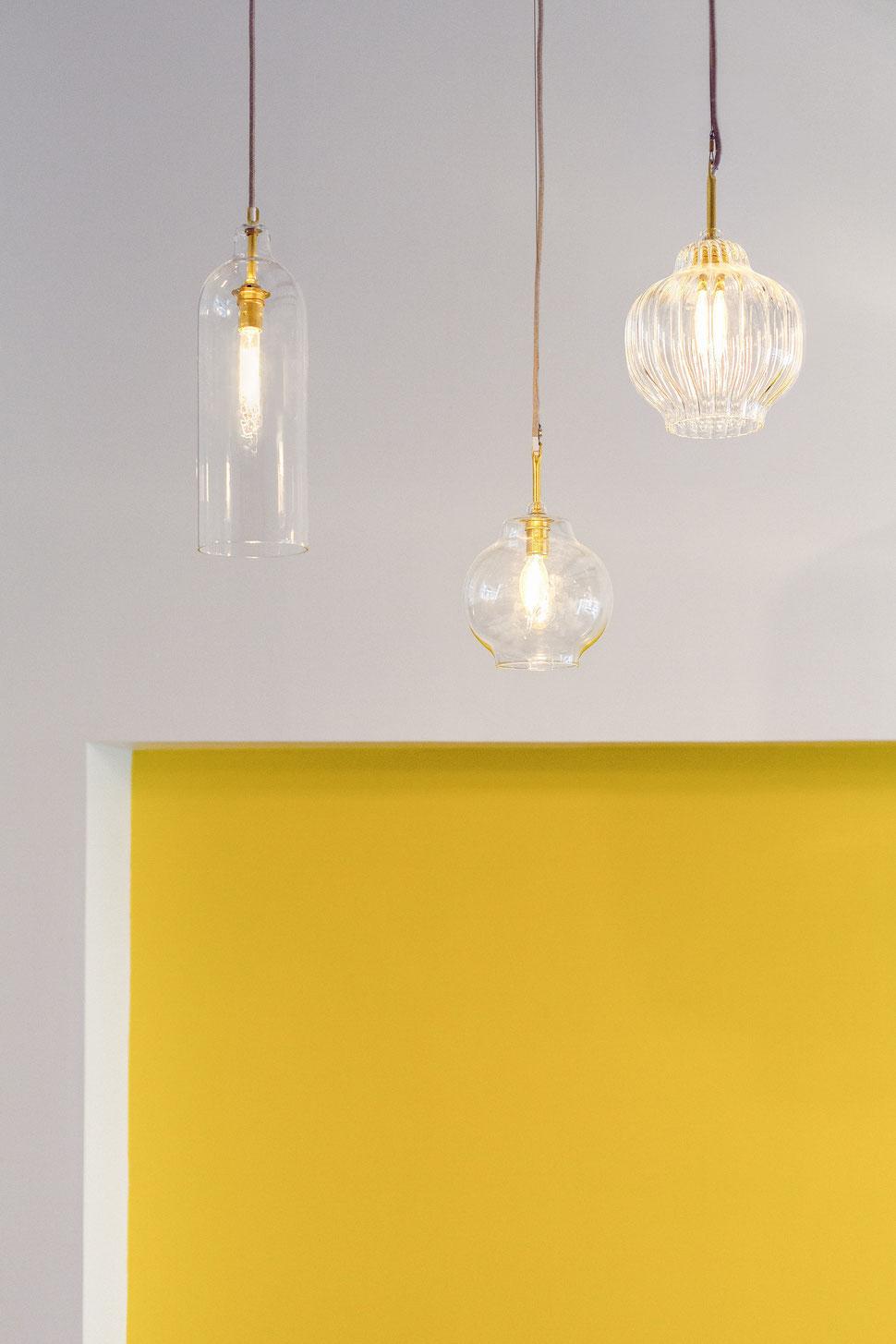 bertrand guillon architecture - architecte - marseille - Fietje - bar à bières - beer bar - mur jaune - verre soufflé - suspensions en verre - bar - bière -ampoule à filament