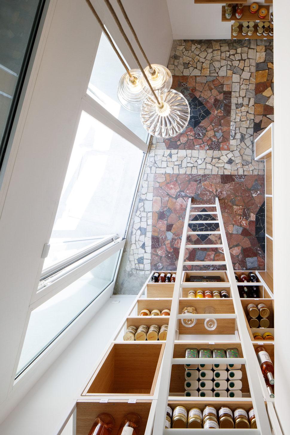 bertrand guillon architecture - architecte - marseille - LA SARTINE - épicerie - échelle - vieux port - margaux keller - marbre - mosaïque - comptoir