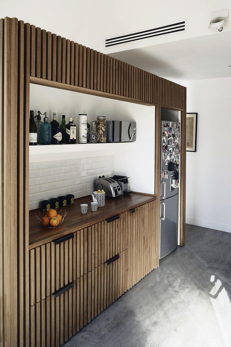 bertrand guillon architecture - architecte - marseille - appartement - rénovation - intérieur - interiordesign - bardage bois - cuisine - ilot - acier