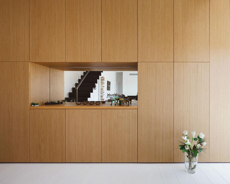 bertrand guillon architecture - architecte - marseille - escalier tôle acier - tôle pliée - table chêne - parquet blanc - bibliothèque - chêne - miroir