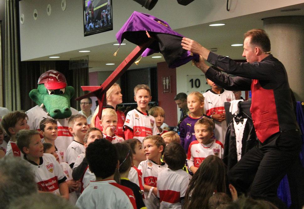 Zauberer Stuttgart, Unterhaltung & Location in Stuttgart mit dem Kinderzauberer, Zauberer für Kinder in Stuttgart, Kinderunterhaltung, Kinderzaubershow Stuttgart, Kinderzauberer Stuttgart, Zauberer Stuttgart, Zaubershow für Kinder in Stuttgart.