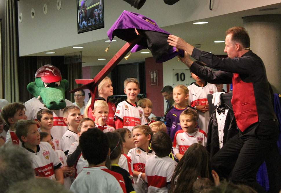 Kinderzauberer Stuttgart, Unterhaltung & Location in Stuttgart mit dem Kinderzauberer, Kinderunterhaltung, Kinderzaubershow Stuttgart, Kinderzauberer Stuttgart, Einschulung mit dem Kinderzauberer aus Stuttgart!