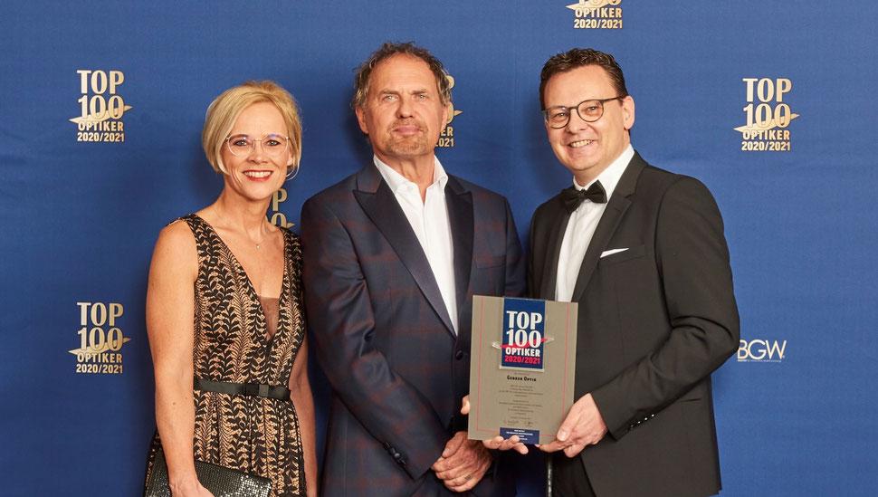 Britta und Martin Gebker mit Uwe Ochsenknecht - TOP 100 Optiker 2020/2021