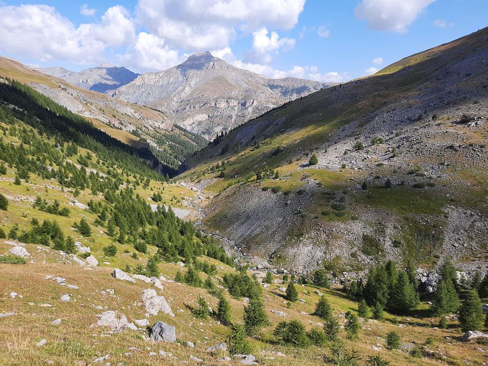 Le vallon de Sallevieille avec au fond le sommet du Colombier