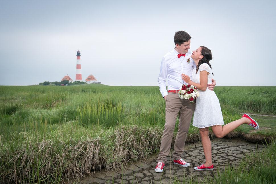 mobbys-pics.com, westerhever leuchtturm, heiraten, hochzeit, westerheversand, brautpaar, salzwiese, wattenmeer, stockenstieg