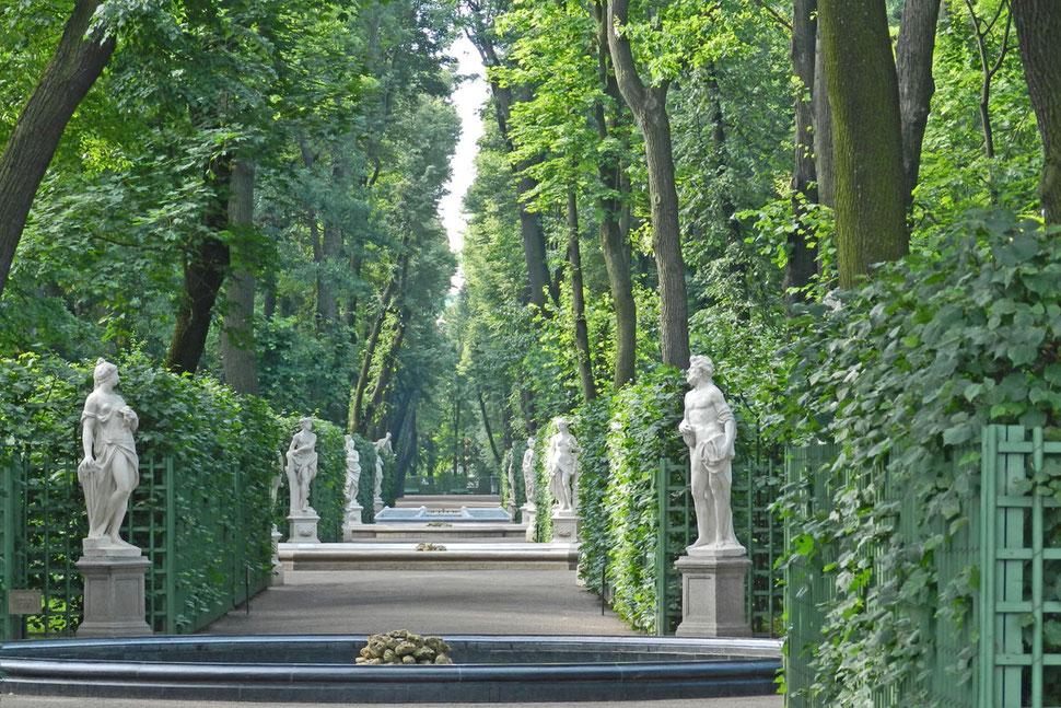 Statuen im Sommergarten in Sankt Petersburg