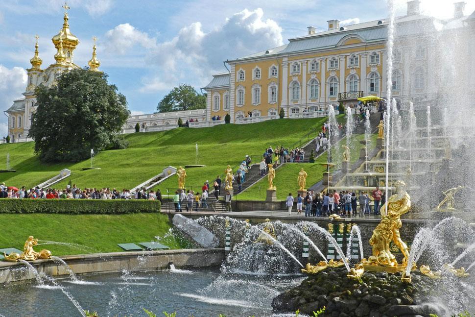 Schloss Peterhof Springbrunnen am Großen Palast