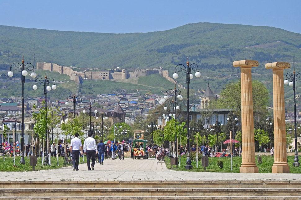 Derbent Park Blick auf die Festung Naryn-kala