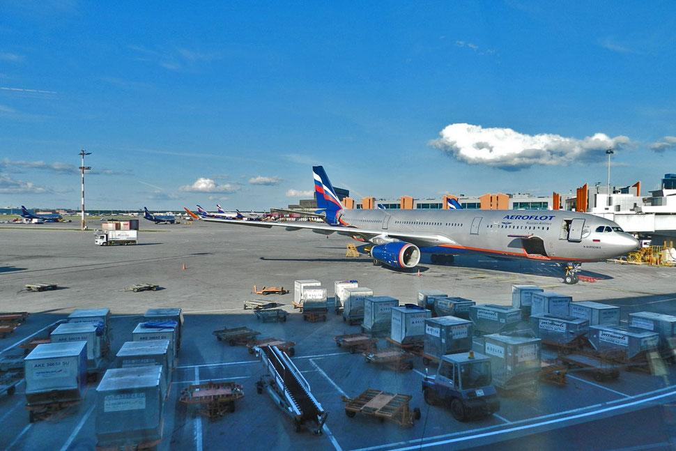 Aeroflot-Maschine am Flughafen Moskau-Scheremetjewo